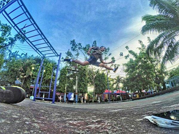 Lompat tinggi 💪 Xiaomiyi_id Xiaomiyi Xiaomiyi_indonesia indonesia Yicam_id Yicamregional Actioncamera_id Yicamnusantara Jump Work Alunalunlamongan Explorelamongan