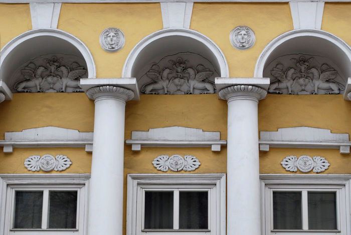 Yellow Wall Old Building  Old Building  White Head Gypsy HEAD Moscow Geometric Shape Moscow Street Built Structure Interesting Perspectives Details Baroque
