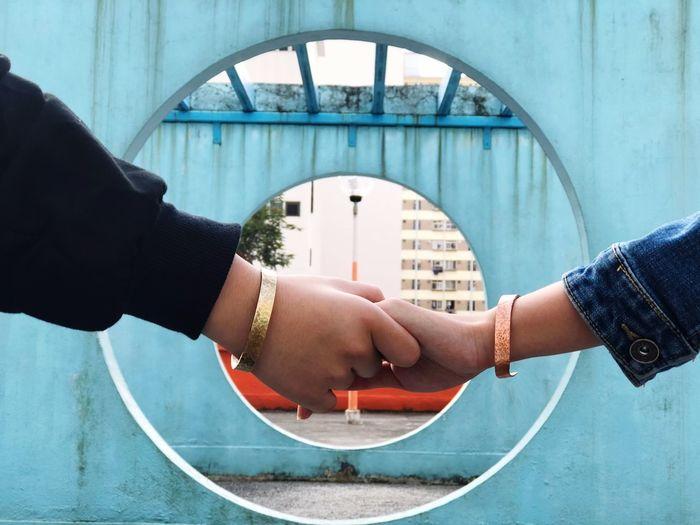 牽手 EyeEm Selects Human Hand Hand Human Body Part Architecture Built Structure Real People Two People Lifestyles