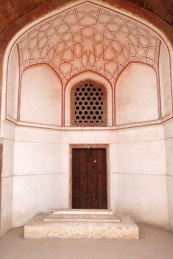 Architecture detail inside the Humayun's Tomb, built by Hamida Banu Begun in 1565-72, Delhi, India ASIA Delhi Empire Humayun India Persian Unesco Architecture Door Emperor Entrance Grave Heritage Historic History Islam Mausoleum Moghul Mogul Mughal Old Palace Stone Tomb Window