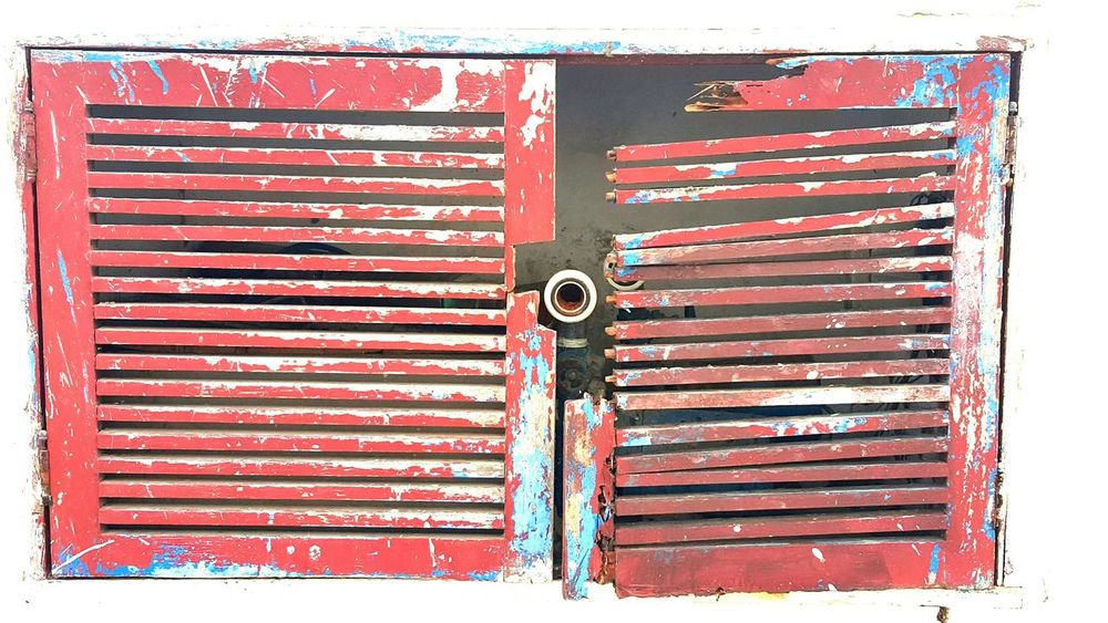 Broken Window Red Blue White Wall Plumber Colors Contrast No People Positions Simetrical Taking Photos IPhoneography Morning Check This Out Brazil Fresh