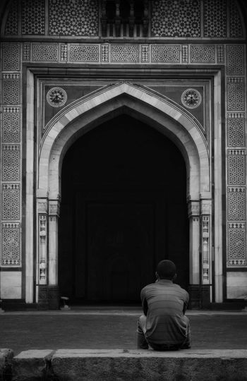 We all have an abyss of insecurities and fears within us. Dailystruggle Abyss Portrait Photography PortraitPhotography Solitude City Sitting Place Of Worship Arch Full Length Mid Adult Architecture Historic Lone