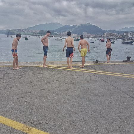 Castro Urdiales (Cantabria) Water Group Of People EyeEmNewHere Horizon Over Water Niñosjugando The Street Photographer - 2018 EyeEm Awards