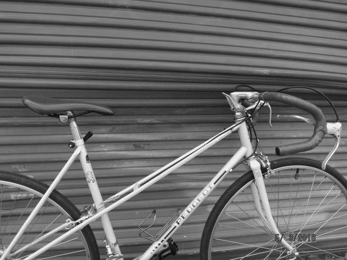 Photography Photoshot Photoshoot Photoshooting Shootingphotos Shootphotos Photograph Capture Snapshot 70s Photo Roadbike Classicbike Oldschool Whiteandblue Blueandwhite Bike Cycling Peugeot Cycle Blackandwhite Blackandwhite Photography Black&white Bnwphotography Bnwphoto Bnw_collection Bnwphotograph Vintage Bicycle Close-up