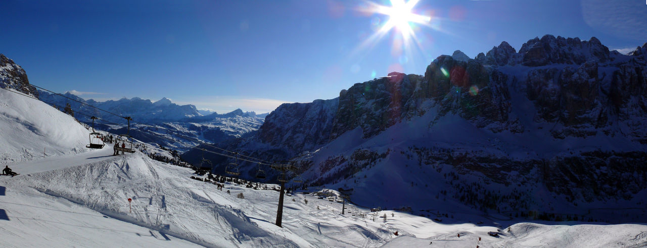 dolomites panorama Dolomites, Italy Panorama Foto Beauty In Nature Blue Sky Cold Days Cold Temperature Day Landscape Lens Flare Mountain Mountain Range Nature Outdoors Scenics Skilift Sky Snow Snowcapped Mountain Sun Sunbeam Sunlight Sunset Tranquil Scene Tranquility Winter