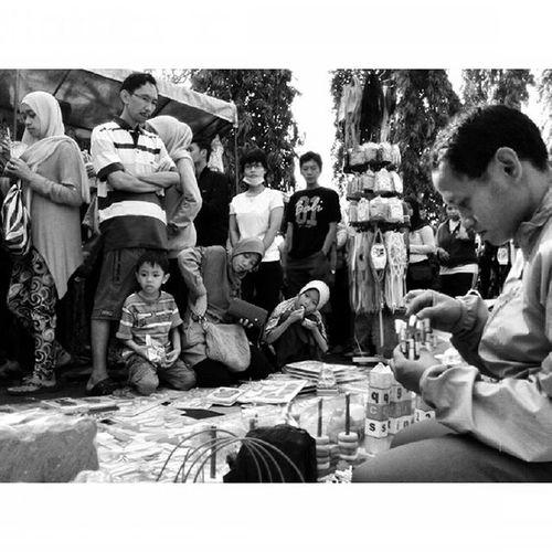 Ragam Ekspresi dalam Ceritapagi Pasar Sunmor UGM Yogyakarta INDONESIA Indah Thebeautyofindonesia Trip to Jogja Istimewa Lenovotography Blackandwhite Pocketphotography Photostory Lzybstrd Journey