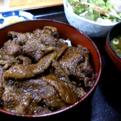 やっとお昼ご飯…(。´Д⊂)豚蒲丼いただきますー!