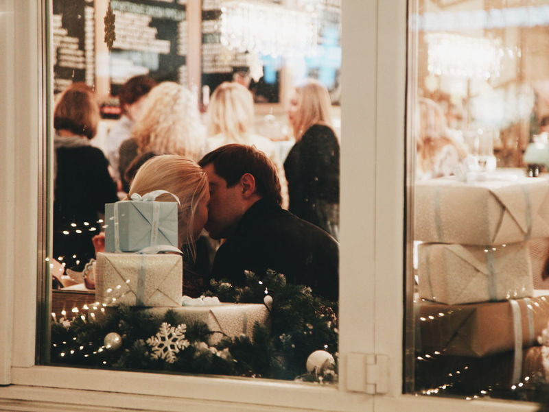 Streetphotography Vscorussia Love Livefolk Liveauthentic Couple Moscow Citylife Enjoying Life Cafe Coffee Time Great Atmosphere Hello World Xmas Happy Christmas Atmospheric Mood Vscoartist 43 Golden Moments