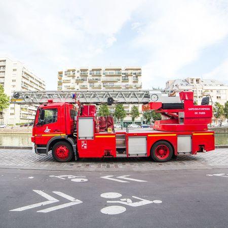 Mercedes Camion Pompier Camion De Pompier Sapeurspompiers Sapeurs Pompiers De Paris