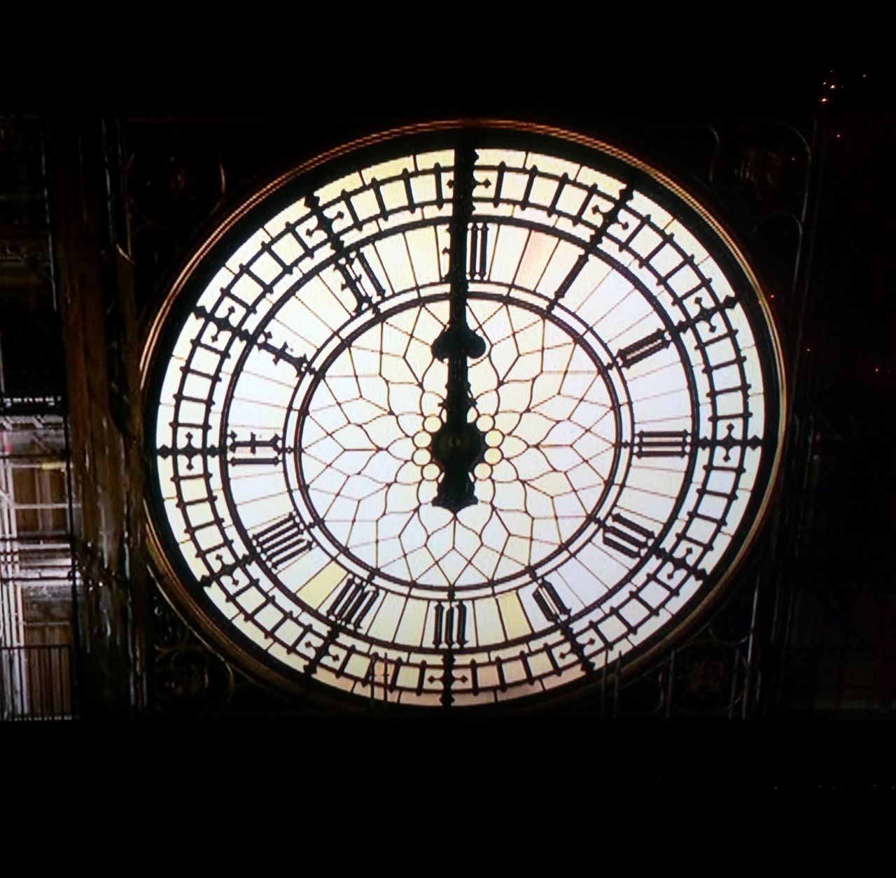 indoors, built structure, architecture, geometric shape, circle, no people, glass - material, shape, dome, pattern, time, clock, low angle view, transparent, ceiling, cupola, history, skylight, day, directly below, clock face