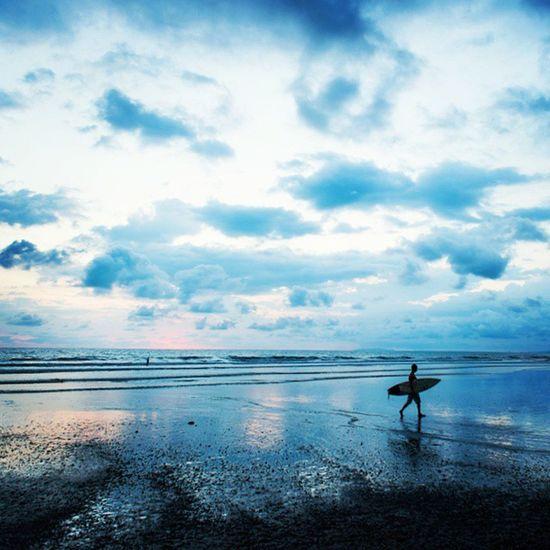 Years around the sun 🌍🏄 TBT  to a day when we were miles away. DaleTidyPhoto Surfer JacoBeach CostaRica Photooftheday AdventureTravel Surfing Lifestyle LoneRider Sunset DreamLife