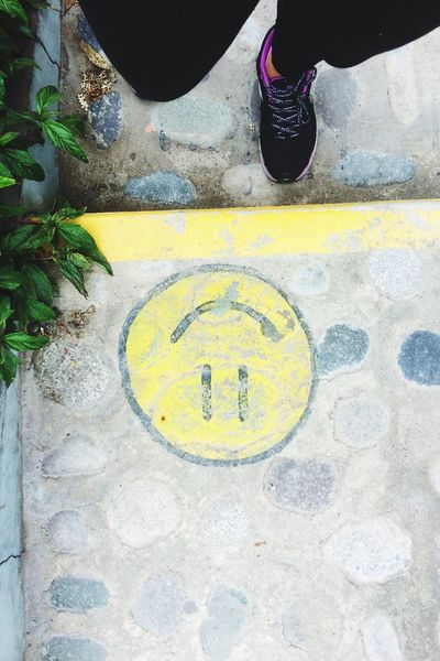 Signs to not forget smile. Signs to Behappy Outdoors Yellow