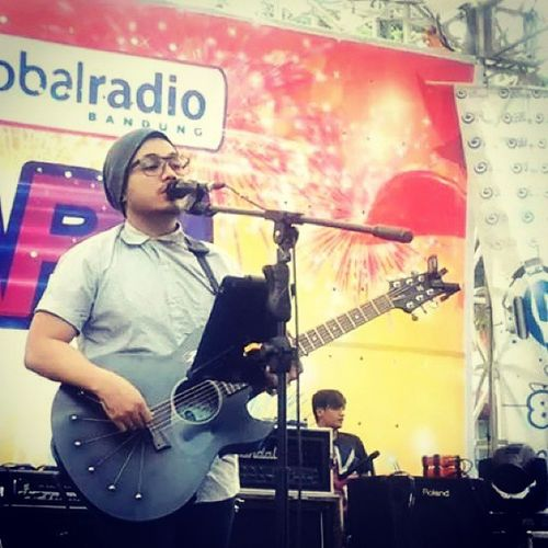 Handy in Live Performance with IDP & more BandungLiveEvent Sept2014 ... courtesy of Ronald's Files