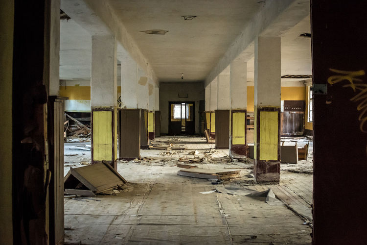 No People Day Abandoned Lostplaces Ruin Decay Forgotten Architecture Building Indoors  Built Structure Damaged Corridor Messy Domestic Room Architectural Column Entrance Bad Condition Obsolete Flooring Door Ruined Deterioration Ceiling Dirty