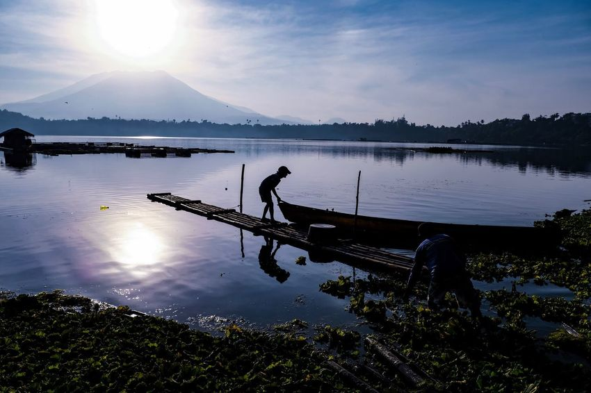 Tranquility Reflection Water Sky Nature Sunset Sunlight Silhouette Real People Lake Beauty In Nature Outdoors Sun Scenics Mountain One Person Cloud - Sky Men Full Length Nautical Vessel Philippines Travel Destinations Day Silhouette