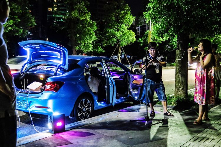 Street Photography Nightlife Night Out Light And Shadow Singing Car Street Singer Saturdaynight
