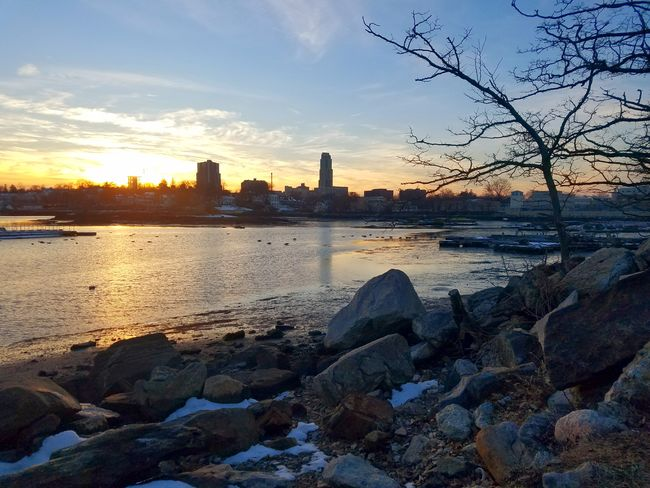 Beatiful rocky shore (2/19/2018) Sunset Skyscraper City Urban Skyline Architecture Water Cityscape Beauty In Nature Winter Outdoors Cloud - Sky