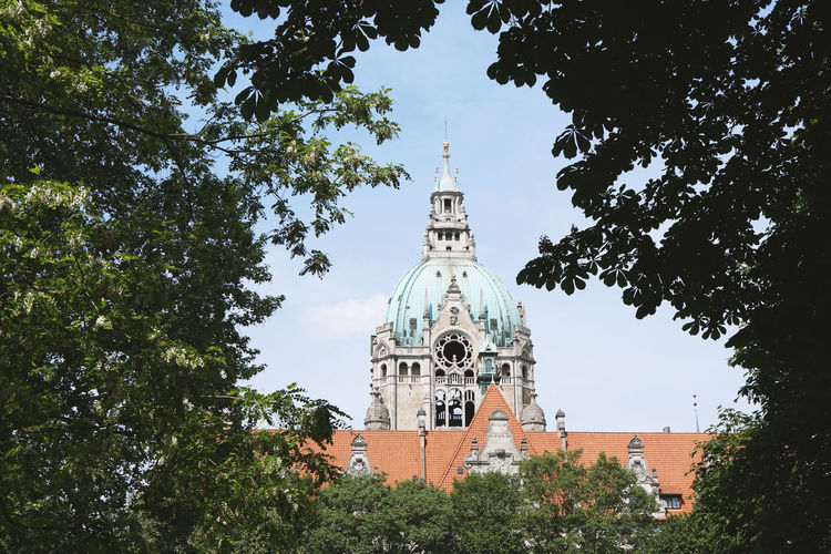 Neues Rathaus (new city hall) City City Hall Green Hannover Neues Rathaus New City Hall Architecture Building Different Perspective Germany Landmark Low Angle View Nature New Town Hall No People Tower Town Hall Tree