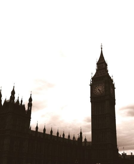 LONDON❤ Big Ben Poetic Beauty Sky And Clouds London Lifestyle My Year My View EyeEm LOST IN London Adventures In The City