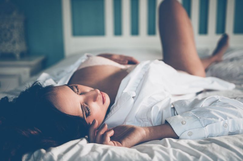 EyeEm Selects Bed Lying Down Bedroom Young Adult Home Interior Young Women One Person Sleeping Relaxation Indoors  Resting Real People Comfortable Beauty Sheet Beautiful Woman Lying On Back Lifestyles Beautiful People