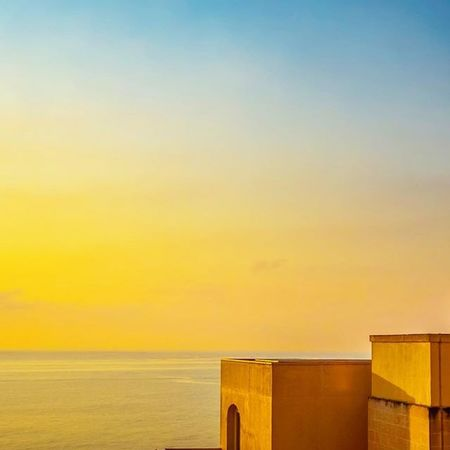 Flashback to an epic trip to Malta /w @engelszungeblog and @flyswiss. Igersmalta Igersvienna Igersaustria Sunrise Horizon Dailydose Lovedailydose Colorgame Versagram Resort Hotel Hilton Bluesky In LivingLife Enjoythesun Lovethesun Underthesun Grammasters3