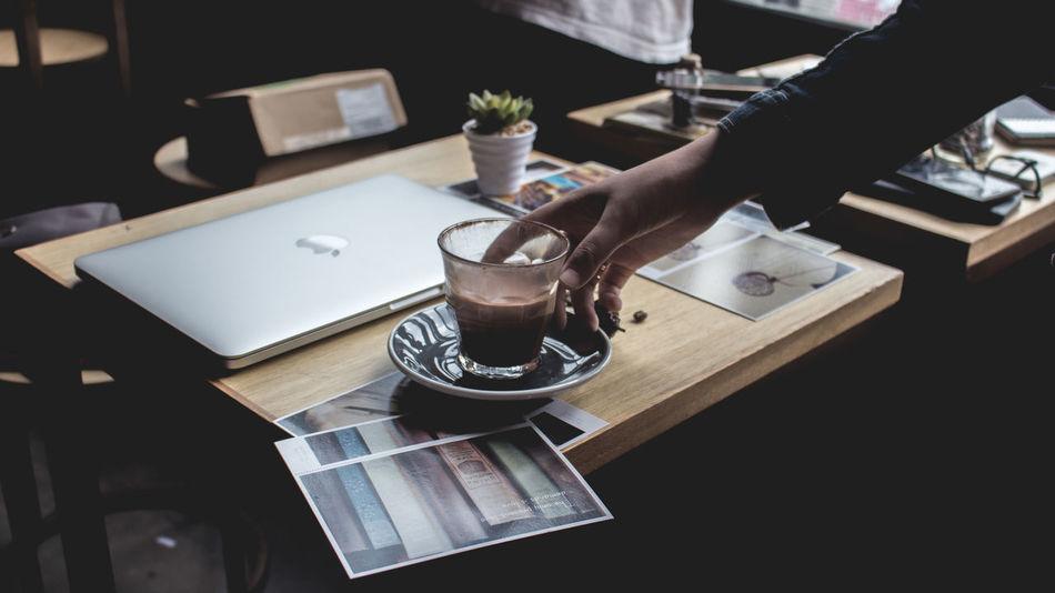 Hand woman from indonesiaWomen Around The World Coffee - Drink Handsinframe Cupsinframe Appleandcoffee