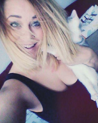 👩😸😺😻 Girl Czechgirl Cat Instacat Kitten Friday Lilou Headeater Fun Youcanttakeapicturewithher Stillmoving Trdylko Kočička Pipkadripka Dzakdrak Jetodemonzesobesic 😁😁😁