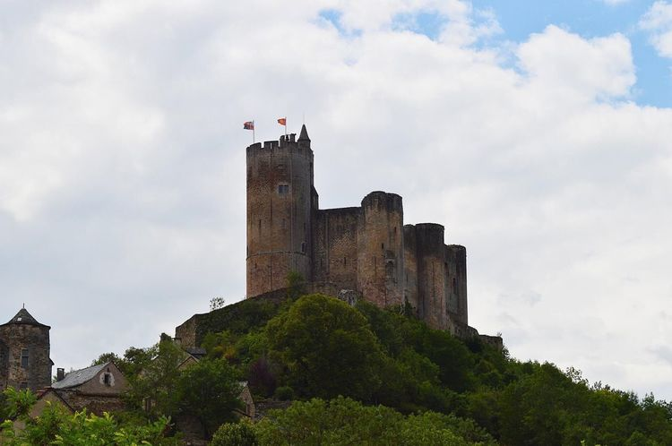 Forteresse de Najac juillet 2016 Midi-Pyrenees Architecture Built Structure Sky Building Exterior Cloud - Sky History Low Angle View Outdoors Day No People Nature Tree Village De France Village Life Medieval Aveyron