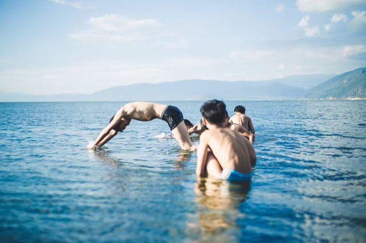 洱海童年 Water Togetherness Men Swimming Pool Leisure Activity Sky Day first eyeem photo