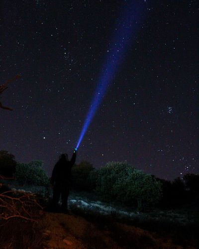 España🇪🇸 Españoles Y Sus Fotos Galaxy Canon Larga Exposicion Noche Amigos Fotografia Ilumination Iluminated Star - Space Full Length Standing Flashlight Silhouette One Person Galaxy Illuminated Astronomy Light Beam One Man Only Landscape