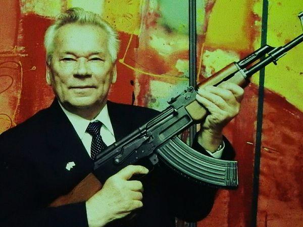 Portrait Men KALASHNYKOV Master Genesis Creator  One Man Only God Of War God Of Guns Kalashnikov Guns Kalashnikov Made In Russia Colors Of Sankt-Peterburg Sankt-Petersburg Russia War Moments Close Up Technology