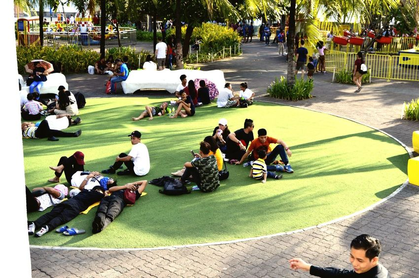 Relaxing on a Saturday afternoon Eyeem Philippines Relationship Love Park Nature Family This Is Family Crowd Togetherness Enjoyment Summer Exploratorium The Street Photographer - 2018 EyeEm Awards The Photojournalist - 2018 EyeEm Awards The Portraitist - 2018 EyeEm Awards