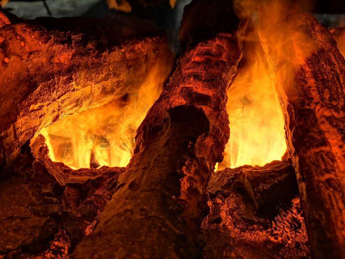 Feuer. Kamin. Brennen. Holz. Gemütlich. Wärme. Flammen. Fireplace Fireplace Watching Fireplace On Christmas Fireplace Warmth Fire Flame Flames & Fire Flames Burning Burning Wood Burning Fire Fire Warmth Warmth Feeling Warmth On A Wnter Day Warmth On A Cold Day Warmth In Winter Warmth In The Night Wood Wood For Fire Wood Fired Oven Wood Fire Cooking Hot Fire Christmas Decoration Burning Wood Burning Trees  Fireplace Indoors. Warm Environment Fireplace New Year Erupting Heat - Temperature Molten