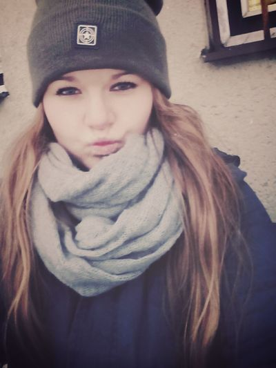 Hi! Taking Photos Duck Face Outside Cold There Cold Days Brunette Czech Girl Long Hair Dont Care ✌