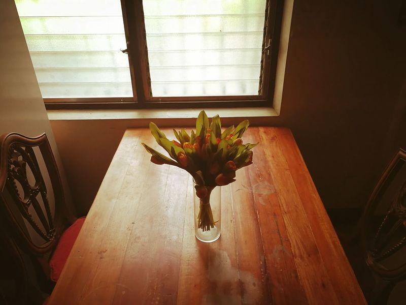LONELY TABLE Dinning Table Vase Flowers Brown EyeEmBestPics EyeEmNewHere EyeEm Gallery HuaweiMate9Photography Mobilephotography Huaweiphotography Indoor Lonely