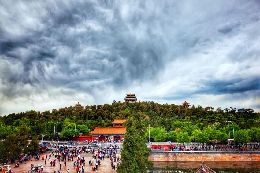 Forbidden City 【溪云初起日沉阁,山雨欲来风满楼】 Cloudy Cloud - Sky 云 景山 景山公园 Jingshan Imperial Park 北京 Beijing China 中国 Crowd Real People Large Group Of People Nature Leisure Activity Building Exterior Group Of People Architecture Arts Culture And Entertainment Tree Outdoors Built Structure Plant Travel Cloud - Sky Men Lifestyles Sky