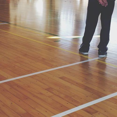 gymnasium Gymnasium Directed 監督 体育館 部活 Low Section Hardwood Floor Men Human Leg