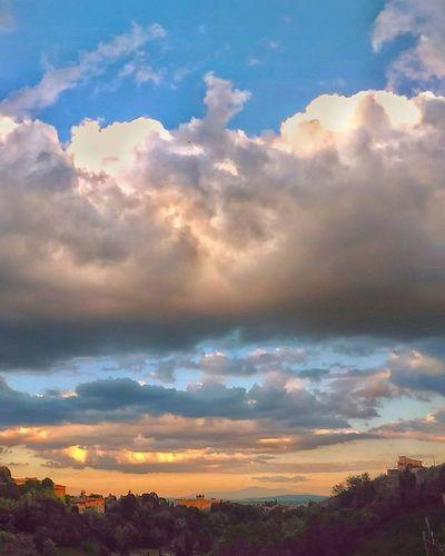 Skyporn . . . Sunset Sky Cloudandsky Clouds Cloud Cloudlovers Skylovers Ig_sky Ig_italy Igers Ig_siena Ig_tuscany Vivoinunpostomeraviglioso Vivoinunpostobellissimo Landscape Panorama Panoramicview Landscape_lovers Siena