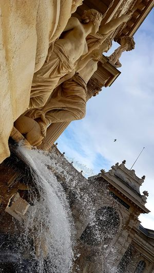 Statues Statues And Monuments Statues/sculptures Statues In The Park Statues Monuments & Statues Water Fontain Fontaine Fontains Architecture History Low Angle View Sky Built Structure Building Exterior Outdoors Travel Destinations Statue No People Ancient Civilization Day