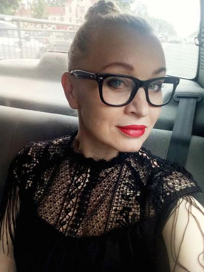 Portrait of woman wearing eyeglasses