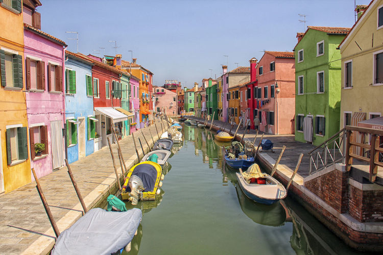 Case colorate Burano, Italy Outdoors Building Exterior Colors Boat Sunlight Water Houses