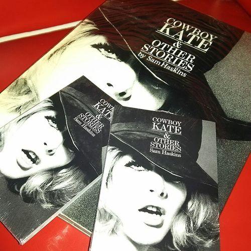 Sam Haskinsの、Cowboy Kate & Other Stories。 ペーパーバック判がようやく発売されたので。 観賞用と保管用。大きいのはオリジナル。 Samhaskins CowboyKate
