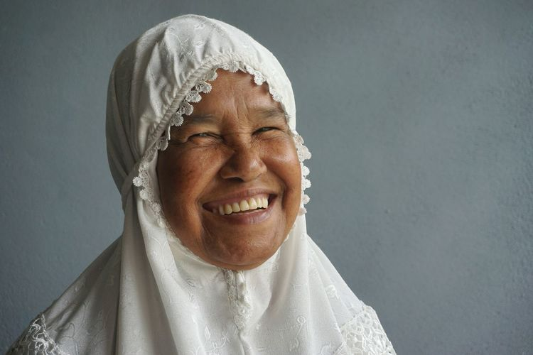 Mother Smile Muslim Woman Woman With White Hijab Smiling :) Happy Happy Face Happy Moment Peacrful Grateful