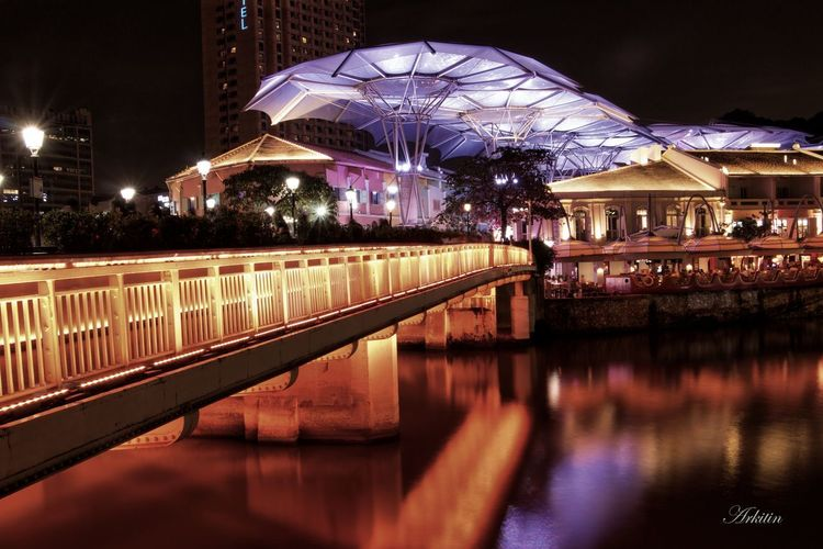 Long exposure shot Architecture Architecturephoto Nightphotography Nightshot Photolover Photography Photographylife Photolove Longexposure Longexposureshot Touristspot Futuristic Canon Canonsingapore#golden Goldencolor Singapore Clarke Quay Night Reflection Water Outdoors