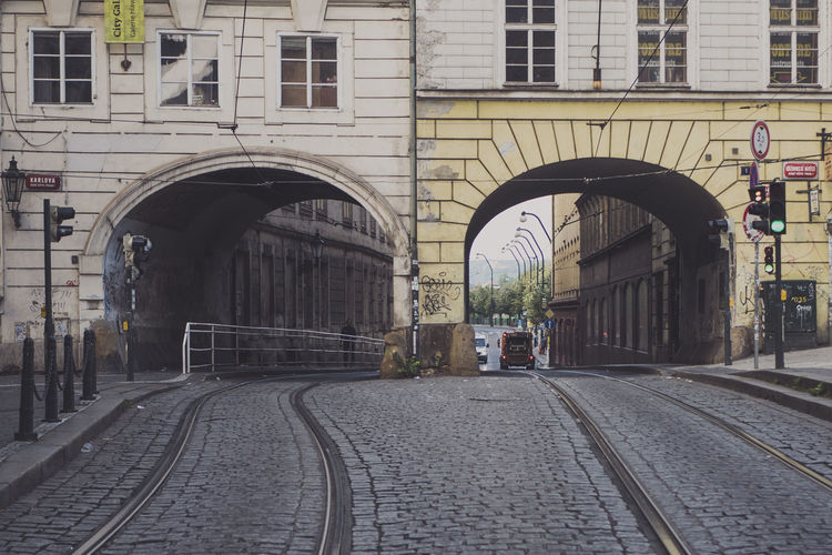 Arch Architecture Building Building Exterior Built Structure City City Life City Street Day Diminishing Perspective Empty Narrow No People Outdoors Residential Building Residential Structure Road The Way Forward Vanishing Point Walkway