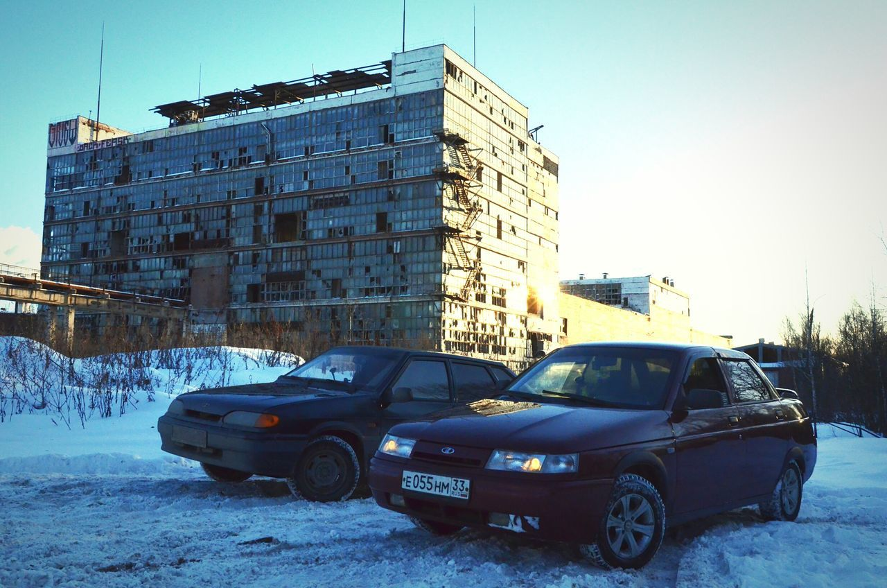 car, architecture, transportation, built structure, building exterior, mode of transport, land vehicle, snow, outdoors, day, no people, cold temperature, winter, clear sky, city, sky, nature