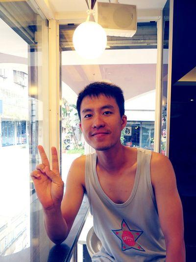 Hi, I am Jungle. 芒果皇帝 永康街 Taking Photos Mango Eating Ice Cream People Handsome Sunny Guy Enjoying Life