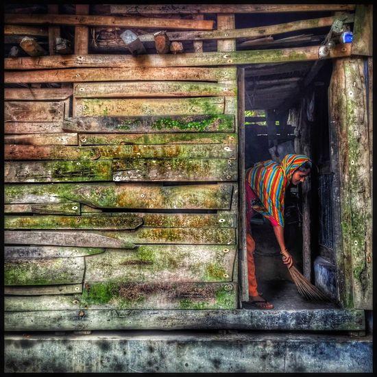 A village women working at home. Sujanmap Iphoneonly #instagramrussia #igmasters #instagramersgallery #huntgram #natgeoru #natgeo #photooftheday #artventurers #iguides_photo #instagood #irkutsk #russia #siberian #instadaily #instaframe #instatime #иркутск #россия #russianpics #beauty #Baikal #ins Bangladeshiphotographer Picoftheday