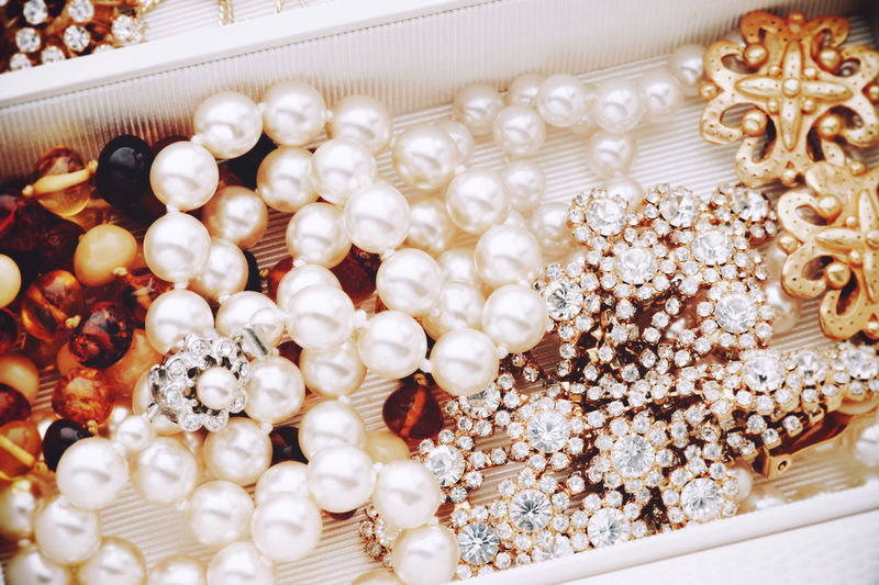 Jewelry mix in a box Close-up Focus On Foreground Fragility Jewelry Jewelry Box Pear Pearls Jewelr Perlen Schmuck White