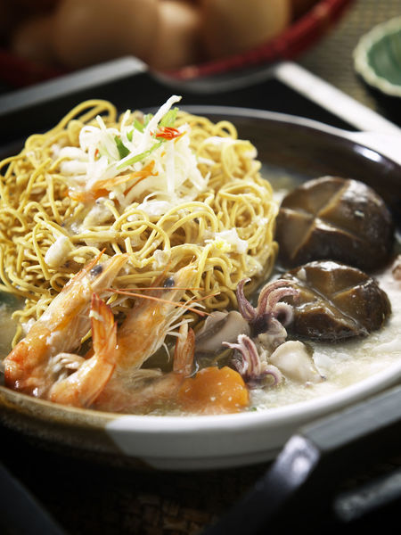 clay pot yee mee Clay Pot Foods Shrimp Bowl Clay Pot Close-up Day Dry Noodles Food Food And Drink Freshness Gravy Healthy Eating Indoors  Mushroom No People Noodles Plate Prawn Ready-to-eat Seafood Noodle Soup Squid Yee Mee